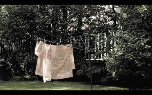 Henrietta Lehtonen: Juuri nyt kaikki on hyvin, 2014, videoteos, 37 min. Teos on esillä Tays Pitkäniemessä syyskuun loppuun asti. Lie lisää tiedotteesta...
